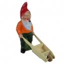 Michel le jardinier avec sa brouette